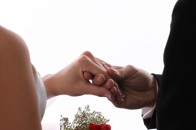 wedding-hands-1313274-638x425