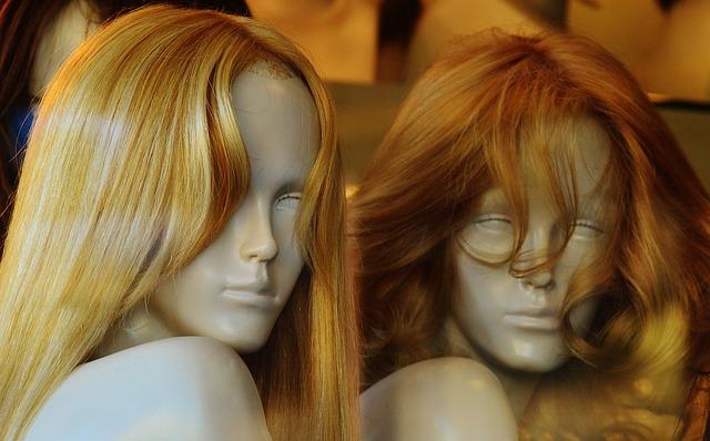 mannequins-1079925_640